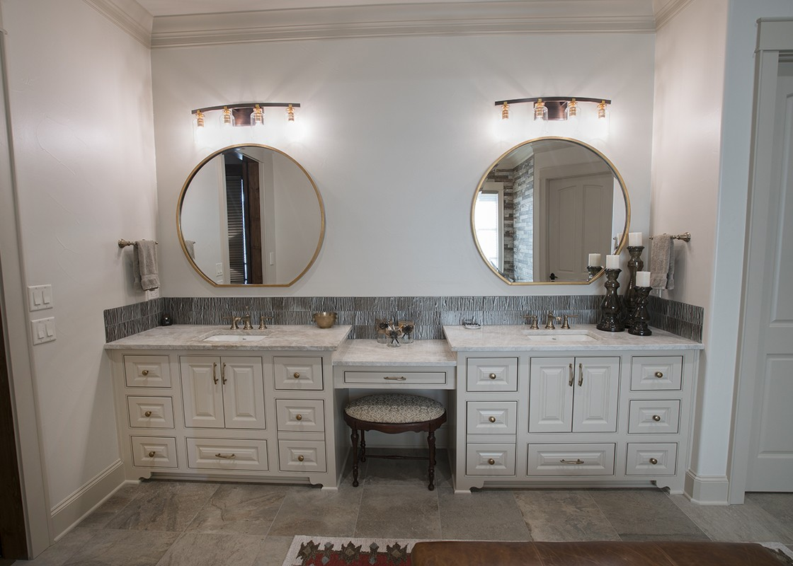 Bathroom With mirrors and countertops made by Granite Division company from Tyler